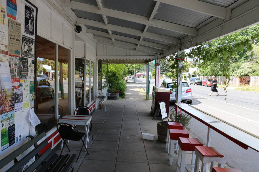 Hepburn General Store, Hepburn Springs - Enjoy lunch outside